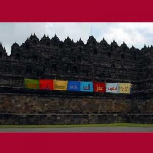 Proyek Bendera ditampilkan di Candi Borobudur
