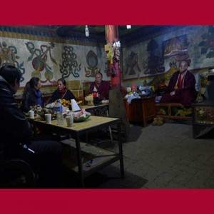 Diskusi di rumah Kadheng Rinpoche