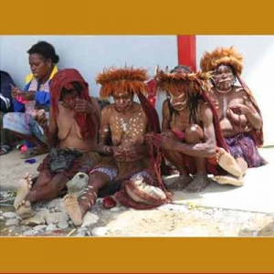 Mama-mama Suku Dani merajut