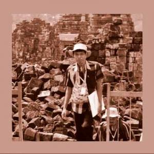 Arkeolog Hari Suroto