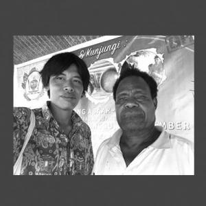 Hari Suroto dan Naftali Felle Ketua Kelompok Pengrajin Gerabah Abar Sentani
