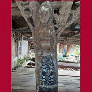 Ukiran tiang rumah Papua