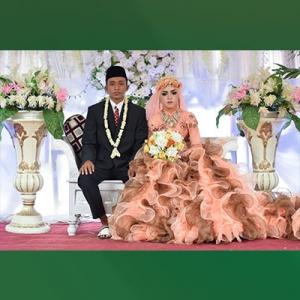 Pasangan pengantin di desa Omben –  Sampang